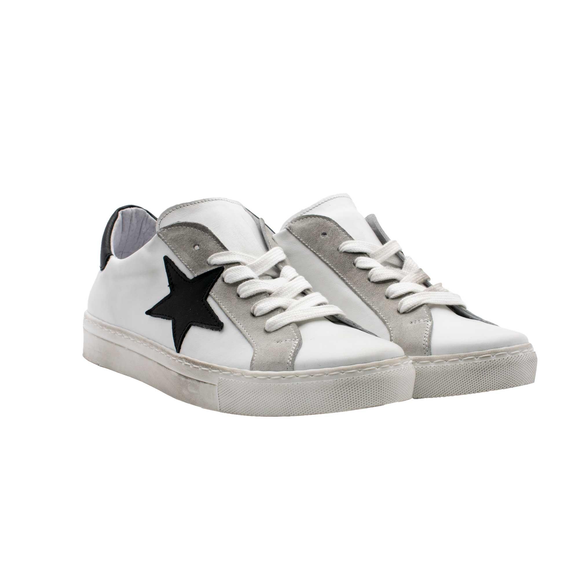 E21 Pierrot Unew Stars White Black.jpg